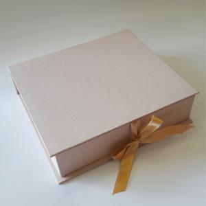Hinged lid book box
